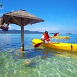 Practicando kayak en las aguas de Graham's Place en Guanaja.