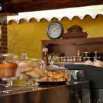 No deje de disfrutar de su rica repostería / Be sure to enjoy the rich pastries.