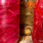 El encurtido y el repollo rojo son dos complementos que debe degustar en su visita al Lago de Yojoa.