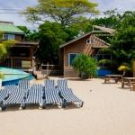 Haga de su bronceado un arte en la playa de Blue Bay Resort en Roatán Hondruas