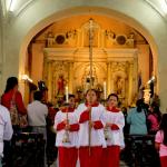 Monaguillos en misa en la Parroquia de Santa Rosa de Lima en Santa Rosa de Copán.