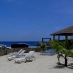 Playas de arena blanca y palmeras le esperan en Lands End en Roatán Honduras