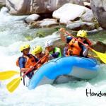 El famoso rafting en el río Cangrejal.