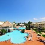 Refresque su estadía en nuestras modernas piscinas, diseñadas para una máxima diversión y seguridad de grandes y pequeños.