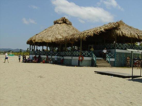 Restaurante telamar resort honduras tips for Villas telamar