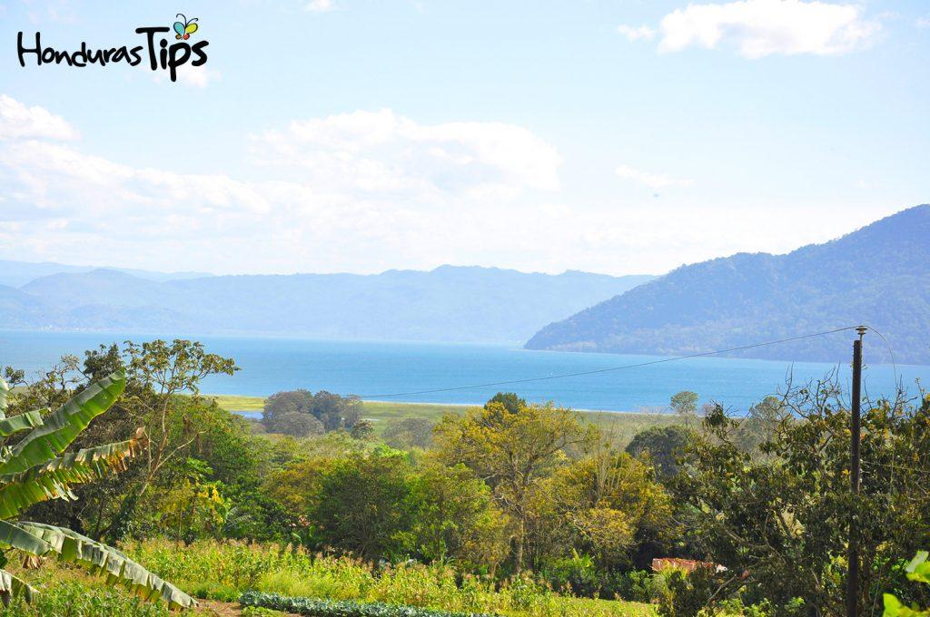 Panorámica del Lago de Yojoa sobre la carretera hacia Peña Blanca.