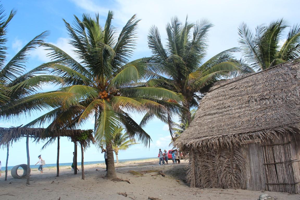 Paseo por las comunidades Garífunas de Honduras Aretes De Coco