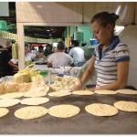 Elaboración de tortillas en el Mercado Guamilito de San Pedro Sula