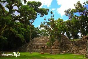El recorrido del parque incluye la zona del inframundo / The tour of the park includes the area of the underworld
