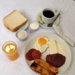 Su alojamiento incluye desayuno típico de cortesía.