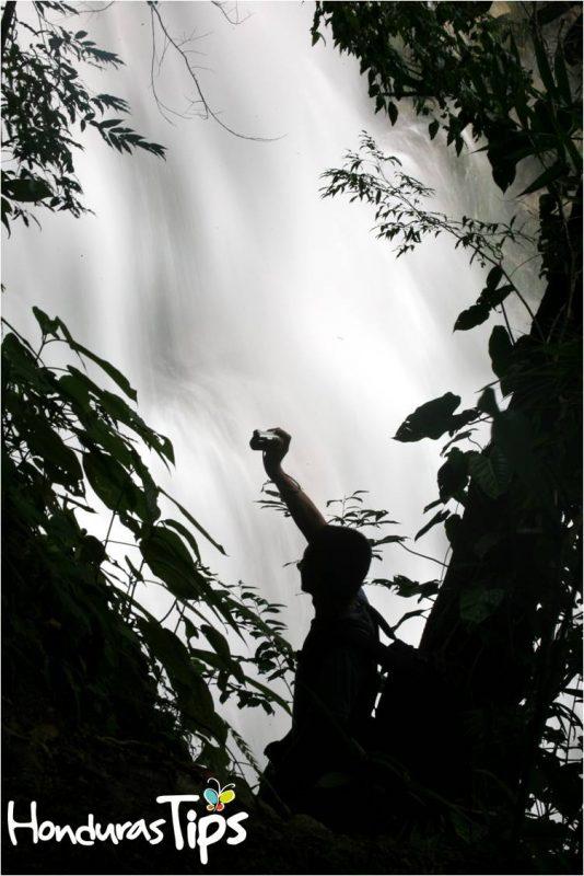 La cascada El Bejuco es uno de los atractivos más populares de Pico Bonito.