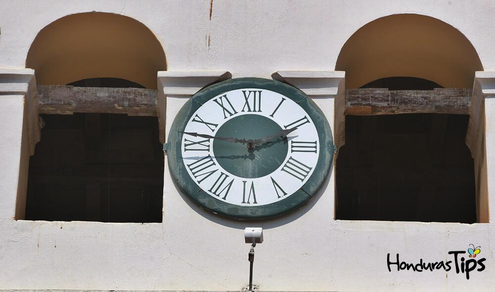 El reloj fue obsequiado por parte del Rey Felipe II a la noble Santa María de Comayagua.