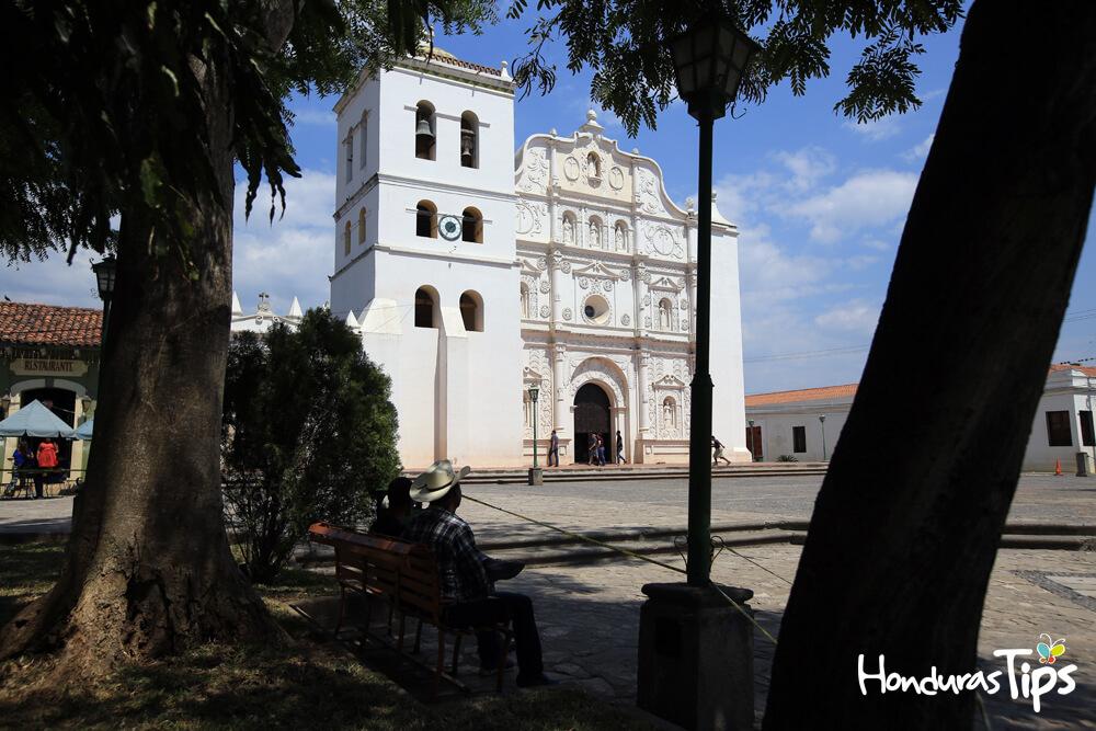 La iglesia Catedral Inmaculada es una gran joya colonial que posee la ciudad de Comayagua. / Foto: Johny Magallanes.