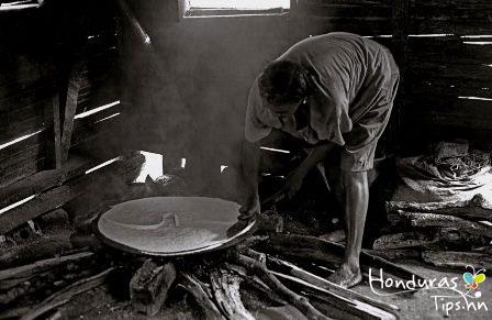 Elaborando-Casabe_Garífunas-de-Honduras