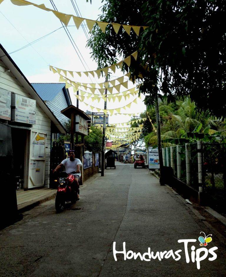 Las angostas calles de Utila es la excusa perfecta para caminar o usar una bicicleta.