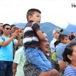 """Familias enteras se presentaron a la zona conocida como El Molino para presenciar la inauguración del """"Aeropuerto Celaque""""."""