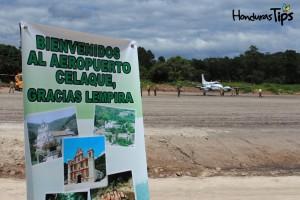 La primera aeronave en aterrizar en la pista después de su inauguración provenía de Roatán, Islas de la Bahía.