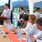 En la mesa principal estuvieron presentes representantes del IHT, CANATURH, el Congreso Nacional, el gobierno local de Gracias y Lempira, y la Fuerza Aérea de Honduras.