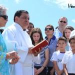 El padre Luis Alonso González estuvo a cargo de la bendición de la pista de aterrizaje.