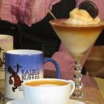 Con la variedad de opciones de cappuccinos, smoothies y frappés saborizados, no sabrá por dónde empezar en Kaldi's Koffee Shop / With a variety of options such as cappuccinos, smoothies and flavored frappes, you won't know where to begin at Kaldi's Koffee Shop.