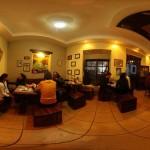 El interior de Kaldi's Koffee / The interior of Kaldi's Koffee.