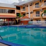 Las piscinas del hotel Partenon Beach son una verdadera tentación para quienes gustan refrescarse / The pools at Hotel Partenon Beach are a real temptation for those who like to cool off