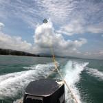 El parasailing le permite vistas tanto de la costa como de la increíble naturaleza que rodea la Bahía de Tela.