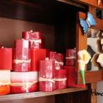 Velas aromáticas, hechas de manera artesanal y artística / Aromatic candles, artistically made by hand.