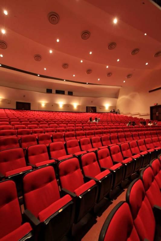 Un ambiente de comodidad y clase distinguen al Teatro José Francisco Saybe.