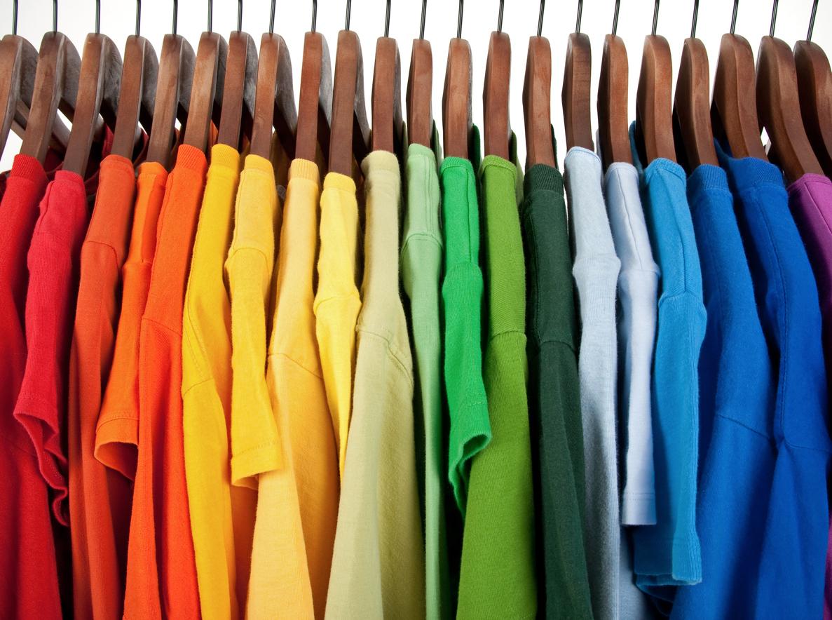 Se comenta tradicionalmente que la ropa nueva o de color amarillo es para atraer prosperidad. La ropa roja atrae el amor y la fertilidad.