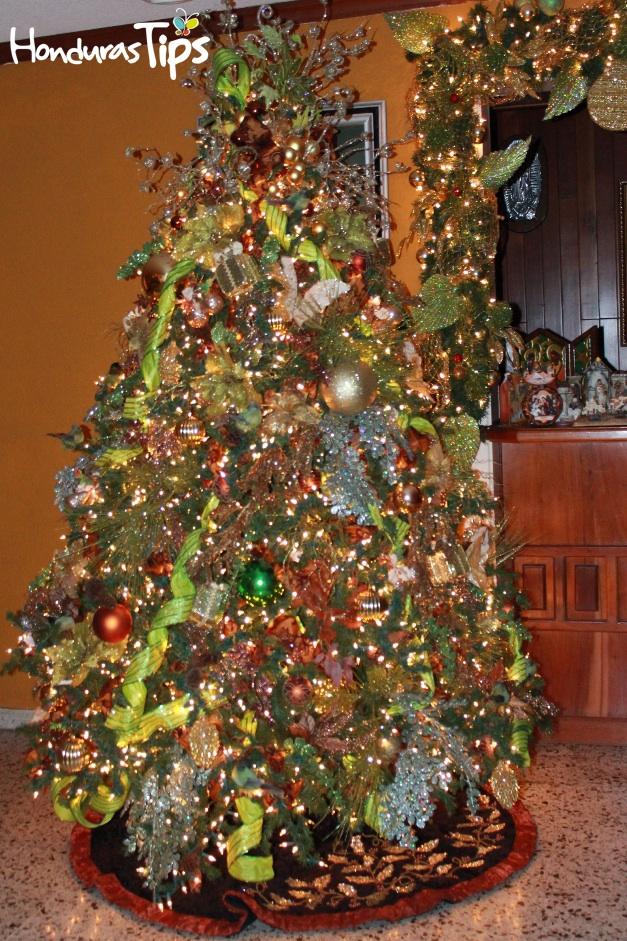El hogar se llena de luz y adornos en preparación para las típicas visitas de amigos y familiares en Nochebuena y durante la temporada.