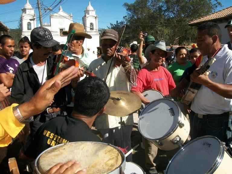Un guancasco no es completo sin la música tradicional que caracteriza estas celebraciones. Fotografía de Edgar Miguel Valladares Barahona.