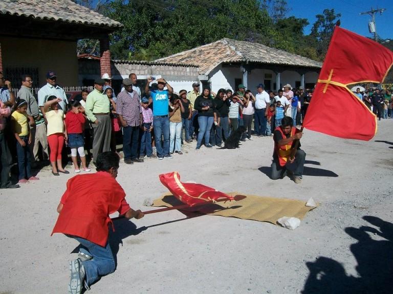Encuentro de abanderados en el guancasco. Fotografía de Edgar Miguel Valladares Barahona.