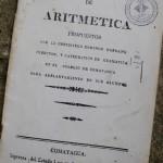 """El primer libro impreso en el país, titulado """"Rudimentos de Aritmética""""."""