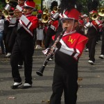 Las bandas vistieron atuendos coloridos y apropiados para el desfile y los sampedranos valoraron el esfuerzo de los estudiantes.
