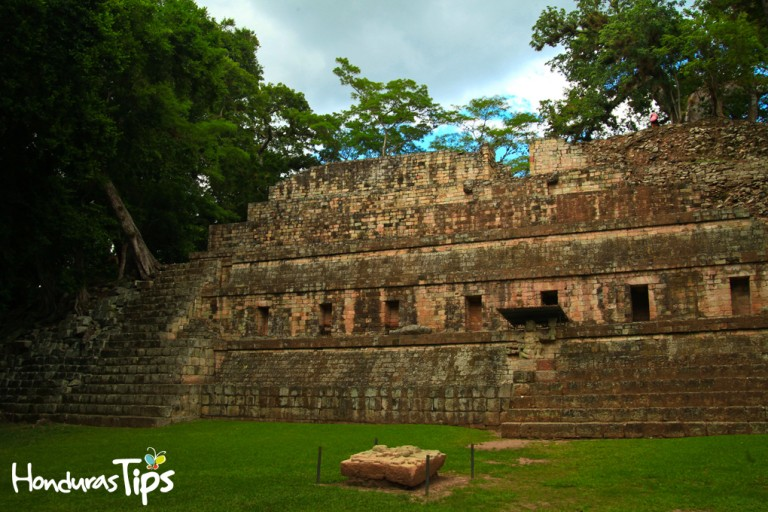 Uno de los destinos más visitados de Honduras es la ciudad Maya de Ruinas de Copán. Este sitio que es Patrimonio Mundial de la UNESCO cuenta con templos, plazas y altares ceremoniales.