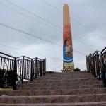 El Monumento El Obelisco anuncia su llegada a La Paz.