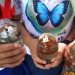 Aprendiendo a reclicar en Salado Barra. Velas artesanales elaboradas por niños a partir de aceitas comestibles y utensilios de cocina ya viejos.