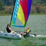 Si le gusta la adrenalina, puede descargarla en los paseos en veleros sobre el Lago de Yojoa. Esta es una fantástica opción en Honduyate.