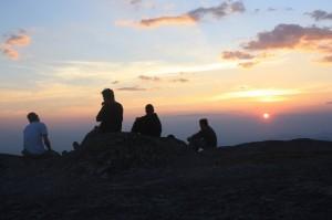 Al alojarse en la zona El Venado, lo ideal sería que usted llegará minutos antes de que el sol abandone el cielo del lugar, pues los atardeceres aquí se tornan mágicos. Foto: Mapachines Camping Club.