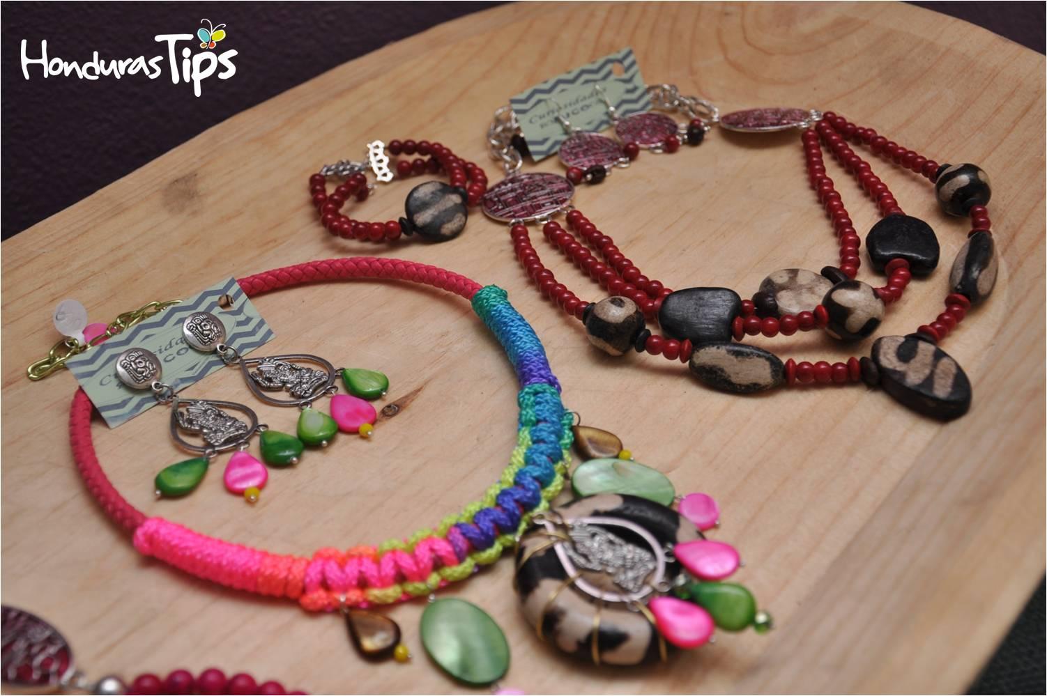 Curiosidades Euco ofrece accesorios femeninos con elementos Lenca y Maya.
