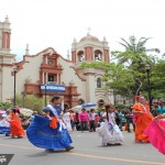 Escolares engalanan las calles de Honduras con desfiles patrios