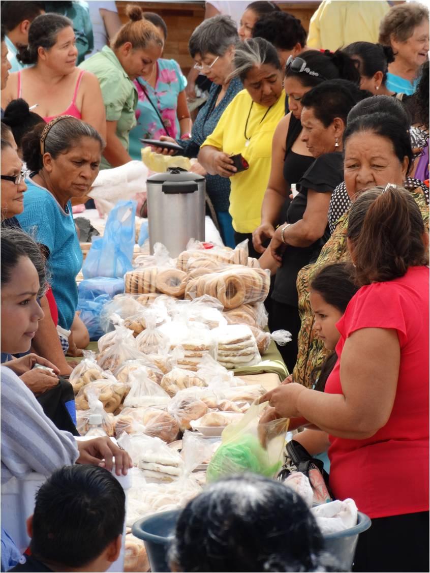 El Festival del Pan nace en 1998 como una iniciativa de la Casa de la Cultura en apoyo a las panaderas artesanales del municipio.