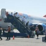 A partir del lunes se duplican vuelos procedentes de Canadá a Roatán