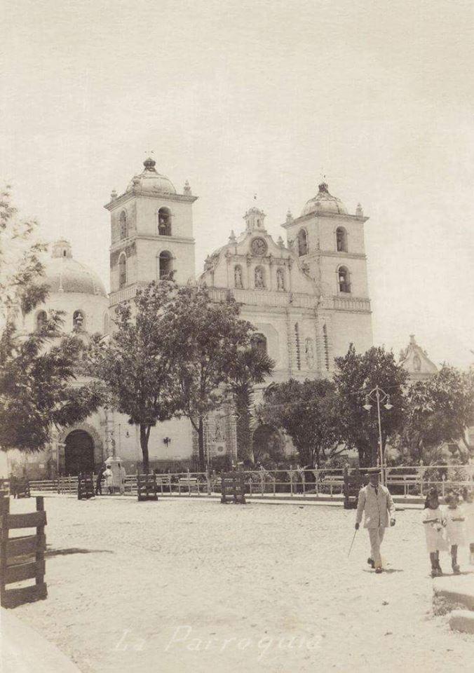 Catedral de San Miguel Arcángel de Tegucigalpa. Año 1920. Foto compartida por Herberth Sierra.