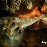 Los huesos encontrados debajo del nivel del agua habían sido colocados detrás de formaciones llamadas diques de reborde de piedra.