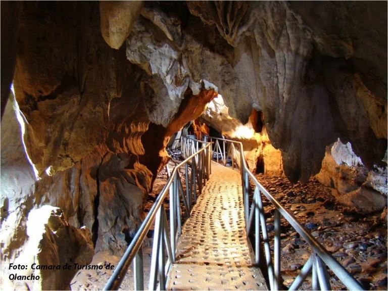 La Cueva del Río Talgua; se encuentra en la sierra de Agalta y está se encuentra en la aldea Talgua, municipio de Catacamas en  Olancho.