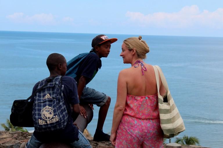 Los turistas extranjeros se van contentos de ver las atractivos de Trujillo.