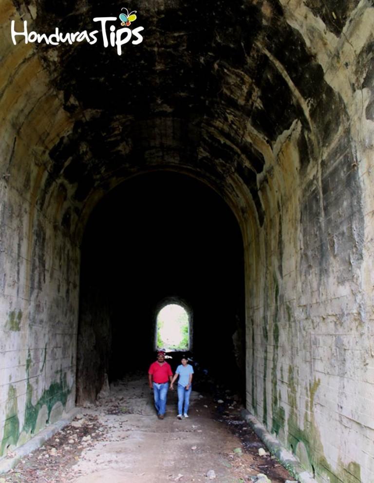 El Túnel Quemado es único en Honduras, su atractivo seduce a quienes lo visitan.