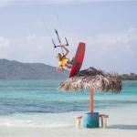 El kitesurf es un deporte para gente que busca nuevas sensaciones en un ambiente extremo y excitante.